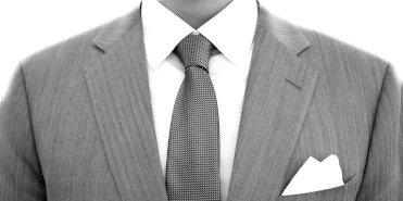 Vi har ett brett utbud av kostymer som passar perfekt till bröllop, affärsmöten eller som studentkostym. Våra kostymer är både prisvärda och eleganta