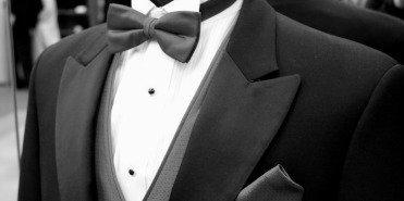 Frack, smoking eller kostym? Hos oss hittar du det mesta du behöver för bröllop eller andra tillställningar