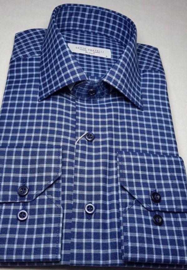 Blårutig herrskjorta i bomullskvalitet.