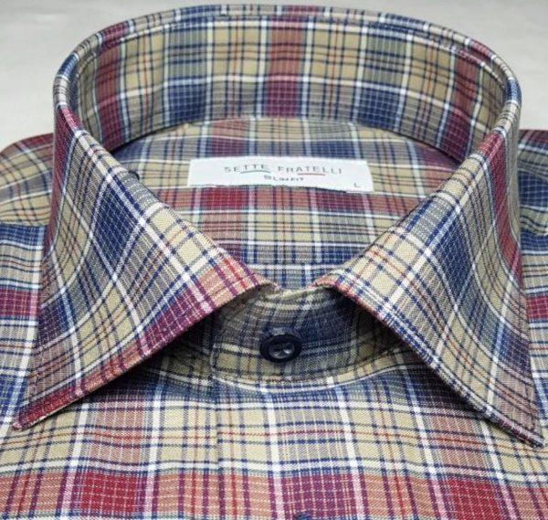 Blå, brun och rödrandig herrskjorta i bomullskvalitet.