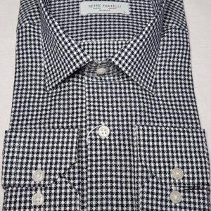 Blå och vitrutig herrskjorta med diamantmönster